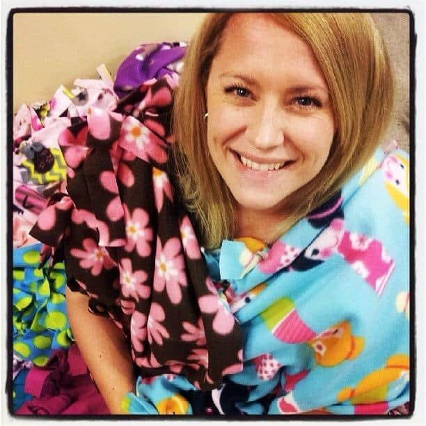 Tutorial on easy tied fleece blankets. This is my cute friend Lindsay.